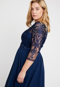Chi Chi London Curvy - CARMELLA DRESS - Cocktail dress / Party dress - navy - 3