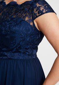 Chi Chi London Curvy - COSIA DRESS - Koktejlové šaty/ šaty na párty - navy - 6