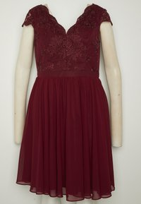 Chi Chi London Curvy - CURVE JOEN DRESS - Cocktailklänning - burgundy - 6