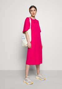 Carin Wester - DRESS FRANCES - Denní šaty - brightrose - 1