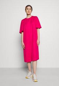 Carin Wester - DRESS FRANCES - Denní šaty - brightrose - 0