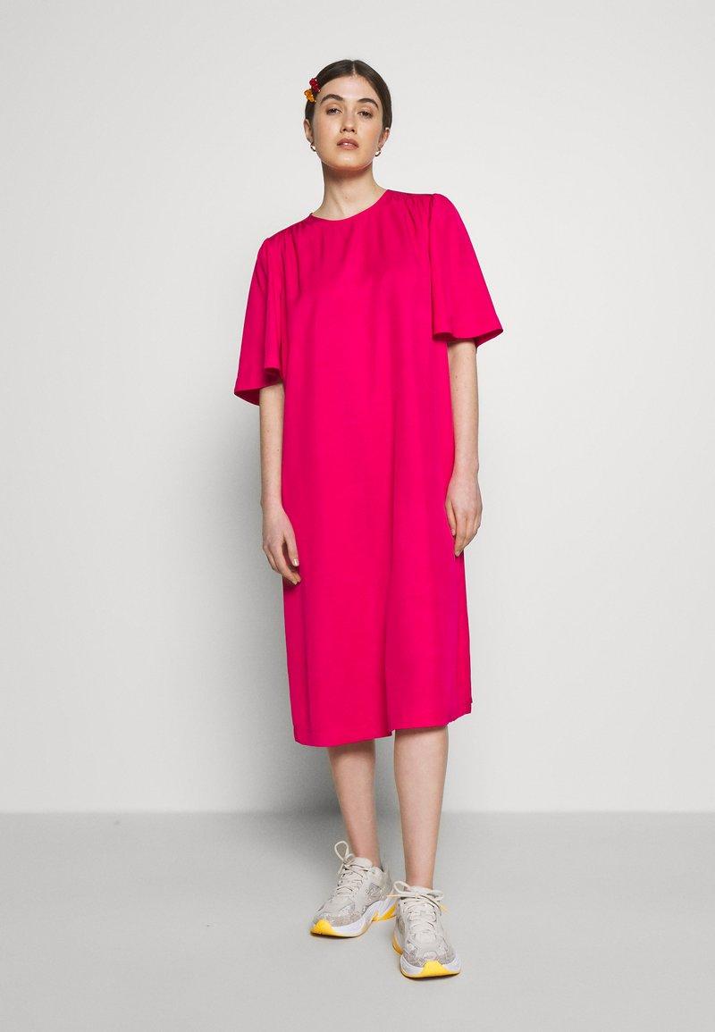 Carin Wester - DRESS FRANCES - Denní šaty - brightrose