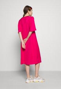Carin Wester - DRESS FRANCES - Denní šaty - brightrose - 2