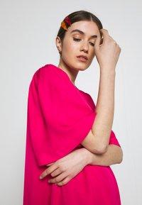 Carin Wester - DRESS FRANCES - Denní šaty - brightrose - 3
