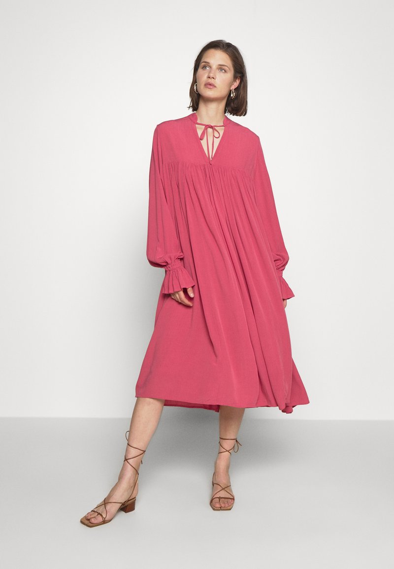 Carin Wester - DRESS FATOU - Day dress - hollyberry