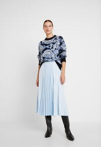 Carin Wester - JUMPER - Maglione - blue/black/white - 1