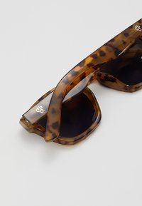 CHPO - VIK - Sunglasses - leopard/black - 2