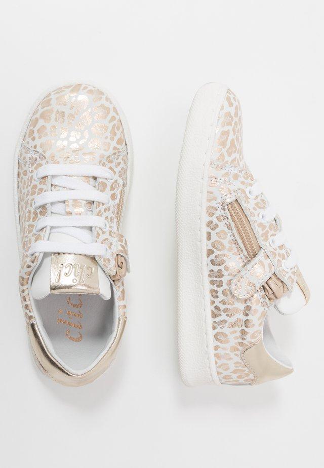 Sneakers - sunny mate oro/blanco/agra blanco