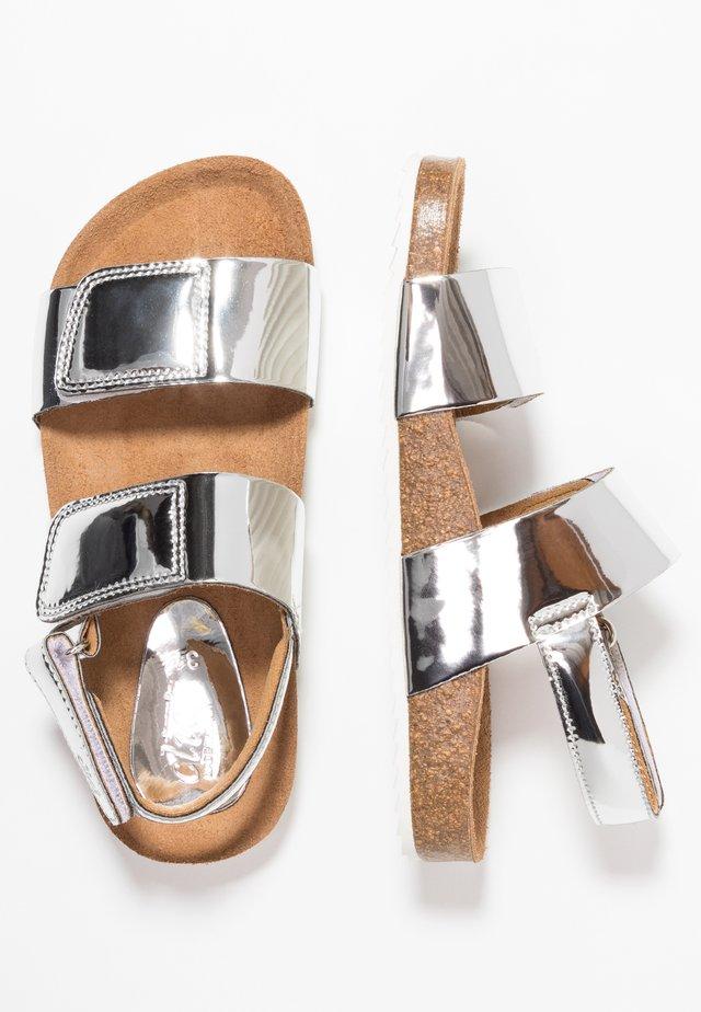 MALTA - Sandaalit nilkkaremmillä - titanio plata