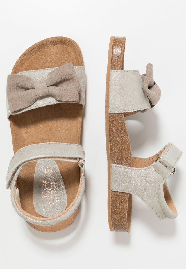 Sandaler - ifrit/ceniza