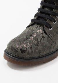 clic! - Šněrovací kotníkové boty - lajara montes - 2