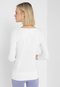 Curare Yogawear - Topper langermet - white - 2