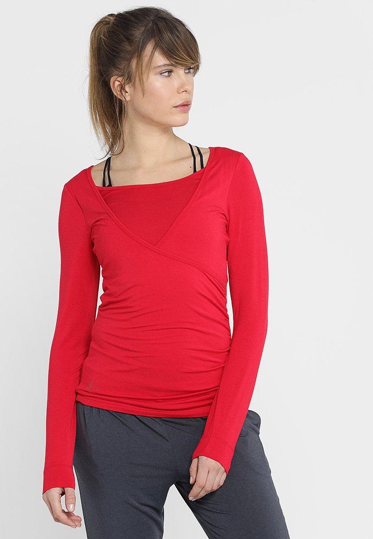 Curare Yogawear - Langærmede T-shirts - cherry