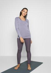 Curare Yogawear - Top sdlouhým rukávem - pearl grey - 1