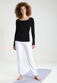 Curare Yogawear - Topper langermet - black - 1