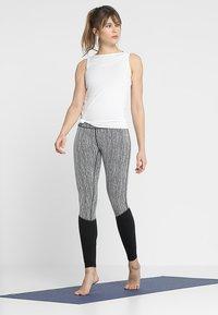 Curare Yogawear - TANK BOAT NECK - Topper - white - 1