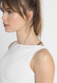 Curare Yogawear - TANK BOAT NECK - Topper - white - 5
