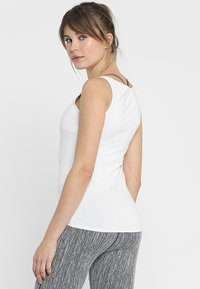 Curare Yogawear - TANK BOAT NECK - Topper - white - 2