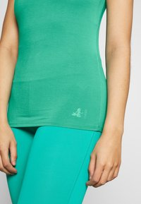Curare Yogawear - TANK BOAT NECK - Top - green lagoon - 4