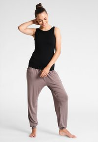 Curare Yogawear - TANK BOAT NECK - Top - black - 1