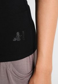 Curare Yogawear - TANK BOAT NECK - Top - black - 4