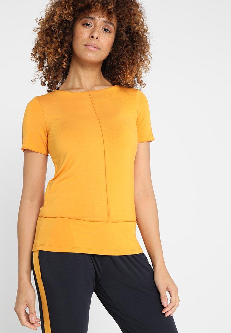 Curare Yogawear - KURZARM BIESEN - T-shirts basic - aprikose