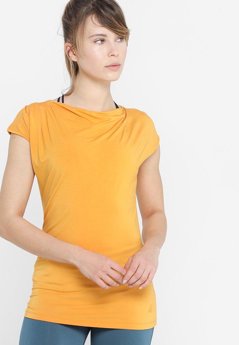 Curare Yogawear - WASSERFALL - T-shirt basic - aprikose