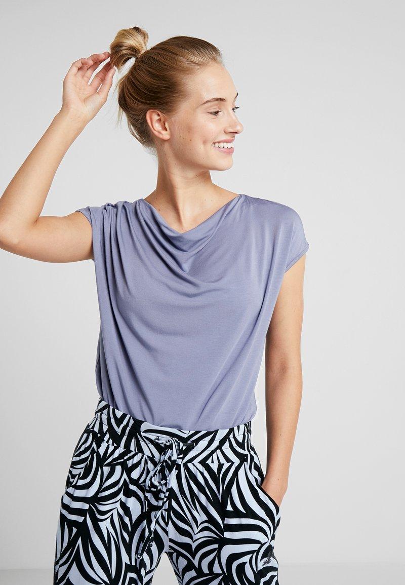 Curare Yogawear - WASSERFALL - Basic T-shirt - french blue