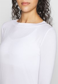 Curare Yogawear - Long sleeved top - white - 4