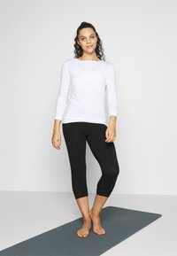 Curare Yogawear - Long sleeved top - white - 1