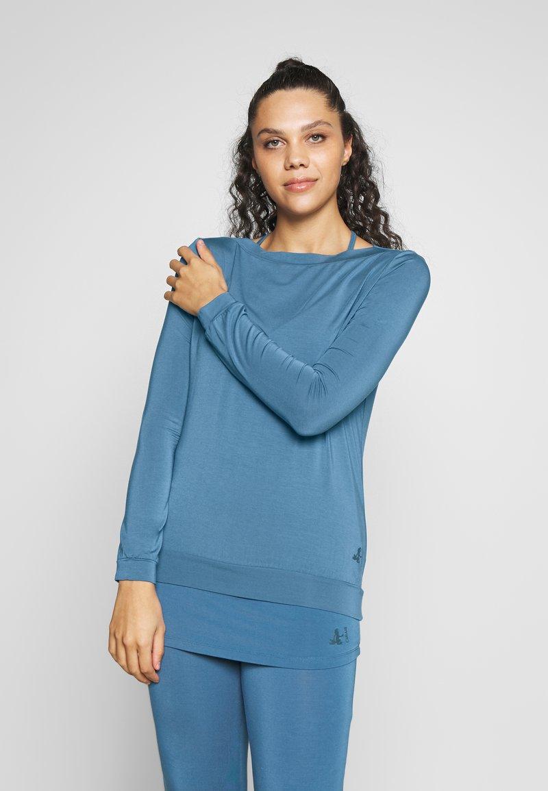 Curare Yogawear - Topper langermet - horizon blue
