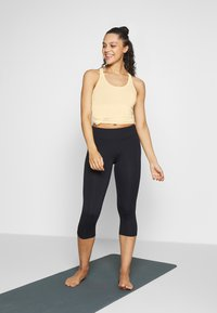 Curare Yogawear - RACERBACK  - Toppe - vanilla - 1