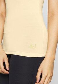Curare Yogawear - RACERBACK  - Toppe - vanilla - 4