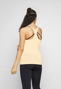 Curare Yogawear - RACERBACK  - Toppe - vanilla - 2