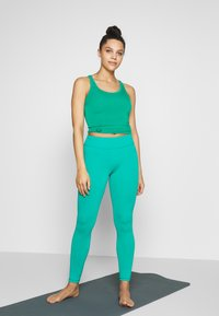 Curare Yogawear - RACERBACK  - Toppi - green lagoon - 1