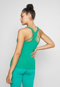 Curare Yogawear - RACERBACK  - Toppi - green lagoon - 2