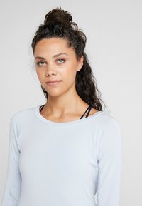 Curare Yogawear - BOAT NECK - Long sleeved top - light blue - 3