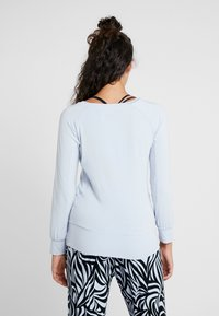Curare Yogawear - BOAT NECK - Long sleeved top - light blue - 2