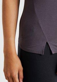 Curare Yogawear - SLIT - Print T-shirt - aubergine - 5