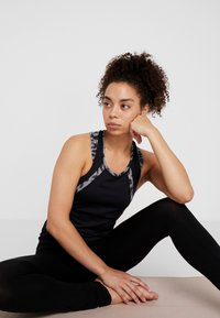 Curare Yogawear - TANK CUFFS - Débardeur - black - 1