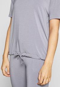 Curare Yogawear - DRAWSTRING WIDE  - Topper - pearl grey - 4
