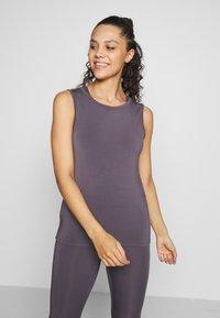 Curare Yogawear - TWISTBACK - Top - greyberry - 0