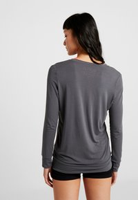 Curare Yogawear - NEW V NECK  - Longsleeve - anthracite grey - 2