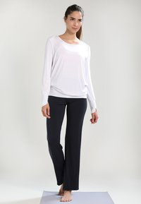 Curare Yogawear - LONG PANTS  - Pantalon de survêtement - midnight/blue - 1