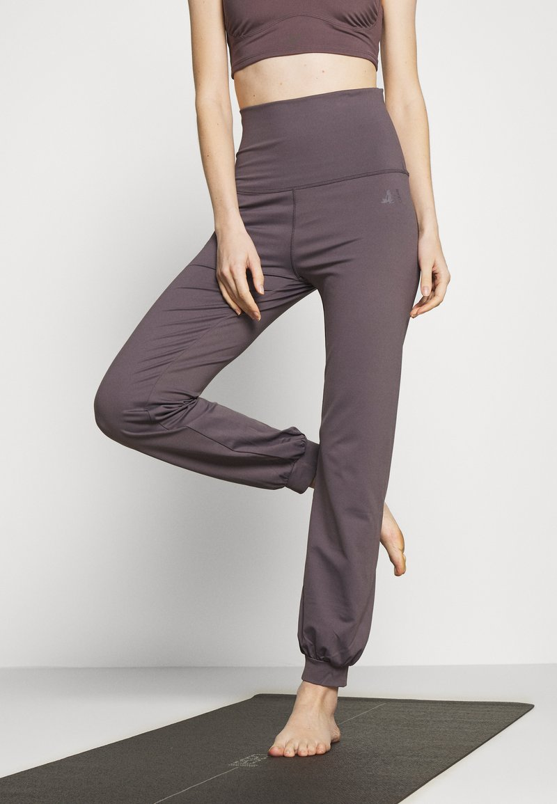 Curare Yogawear - LONG PANTS ROLL DOWN - Tracksuit bottoms - purple