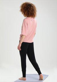 Curare Yogawear - Træningsbukser - black - 2
