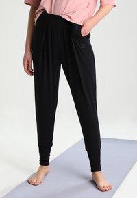 Curare Yogawear - Træningsbukser - black - 0