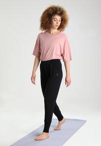 Curare Yogawear - Træningsbukser - black - 1
