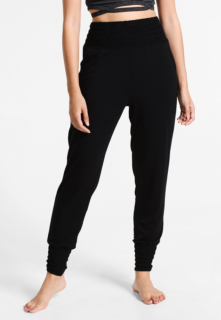 Curare Yogawear - LONG PANTS SMOK - Jogginghose - black