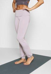 Curare Yogawear - LONG PANTS ROLL DOWN - Joggebukse - puder - 0